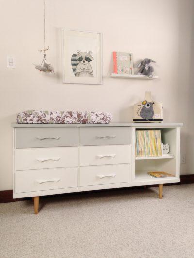 Les meubles ont été acheté usagés, modifiés légèrement et repeints